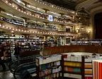 Co możemy odnaleźć w profesjonalnej księgarni? Jakiego rodzaju pozycje są często obecne? Co jest warte polecenia?